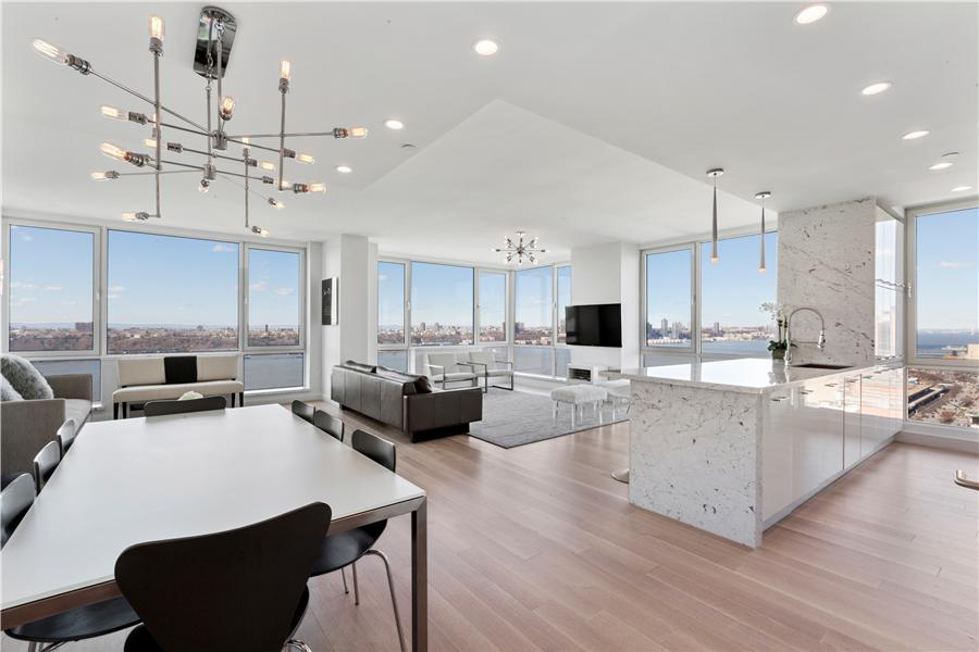 10 Condo in Midtown West