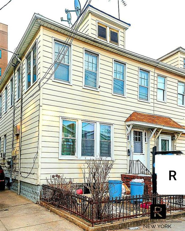6 Townhouse in Midwood