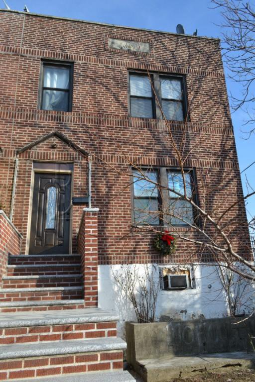 5 Townhouse in Elmhurst