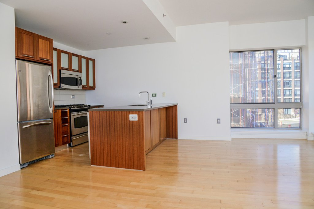 2 Condo in Riverdale