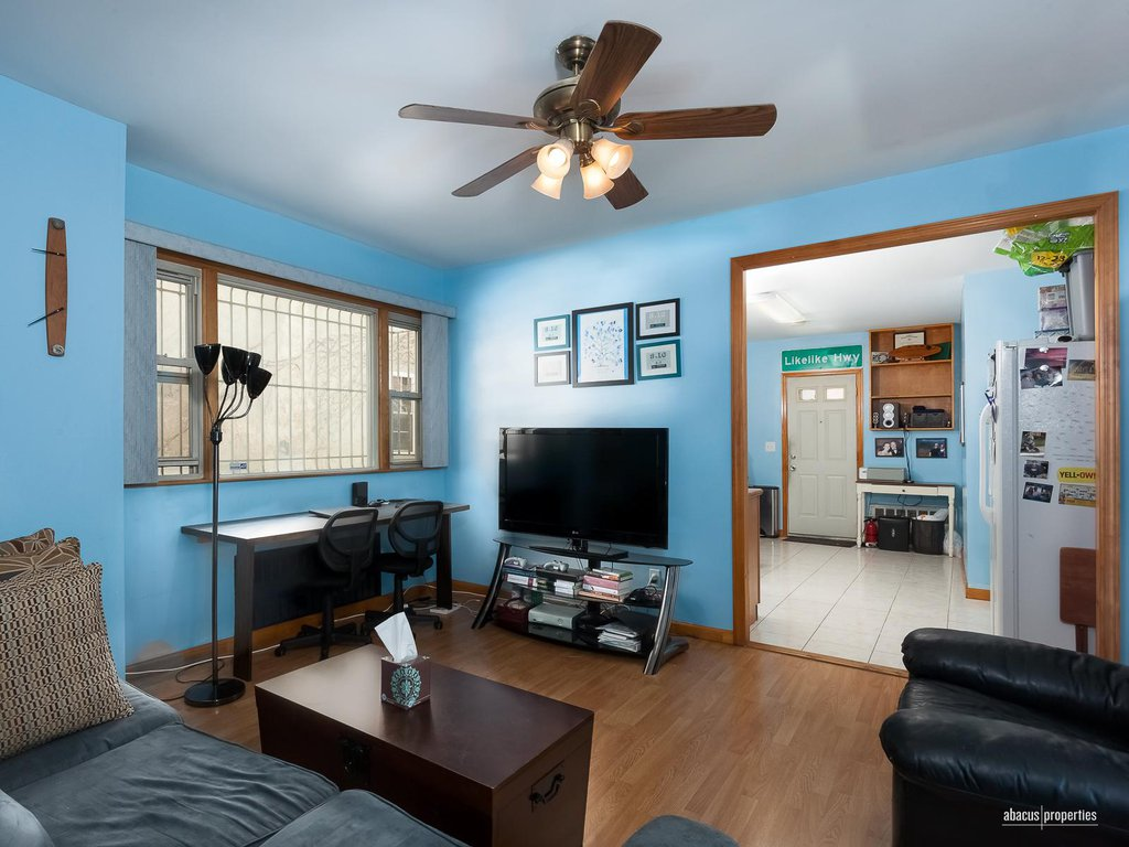 1 Townhouse in Midwood