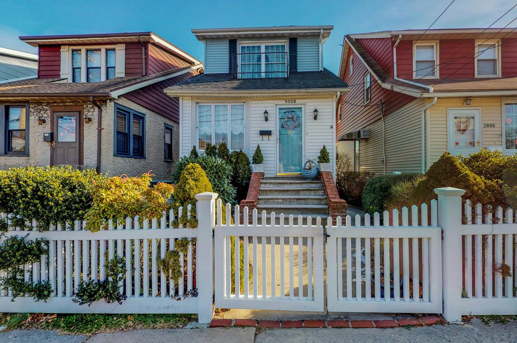 Studio Townhouse in Throgs Neck