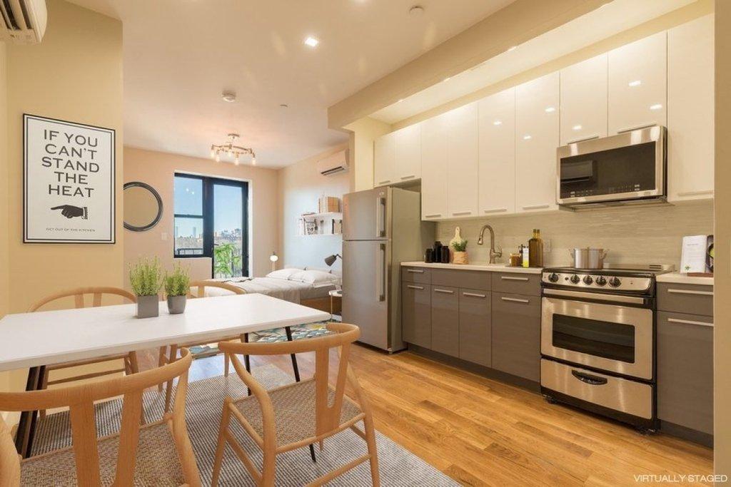Studio Apartment in Highbridge