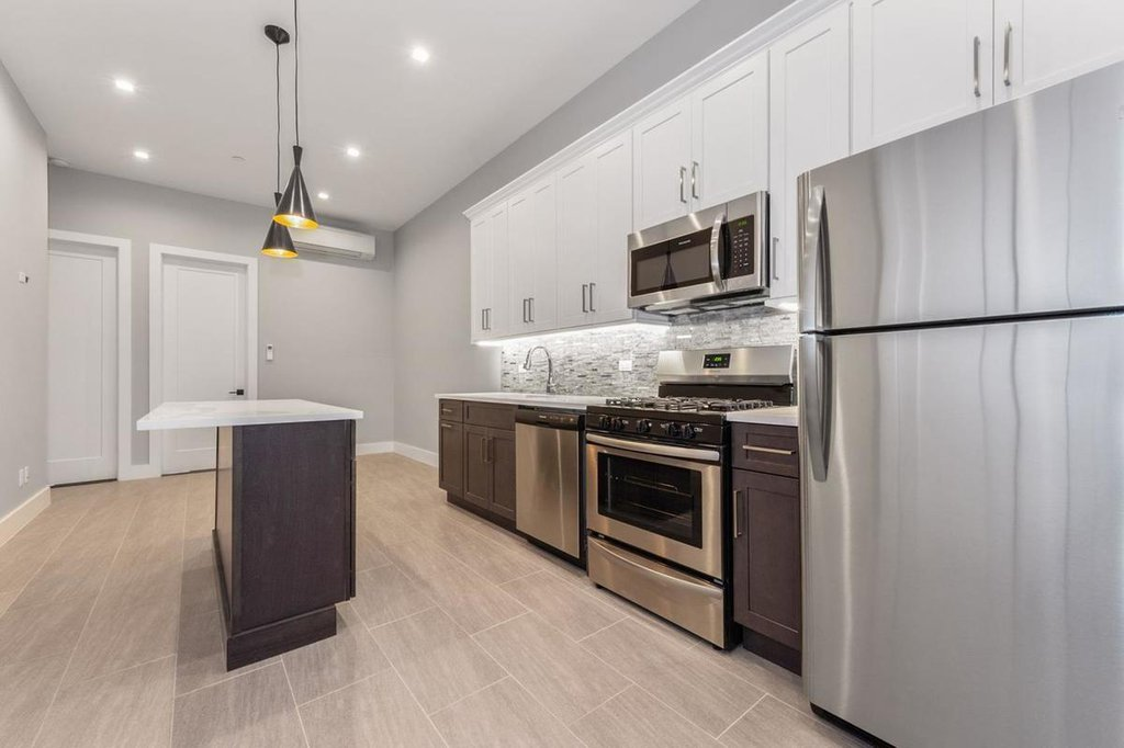 4 Townhouse in Borough Park