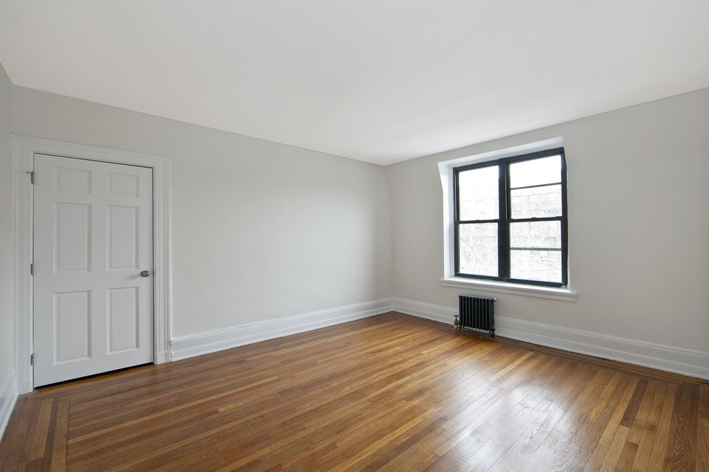 4 Apartment in Jackson Heights