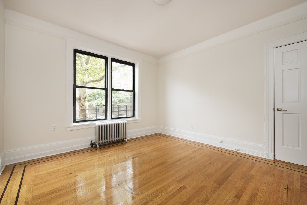2 Apartment in Jackson Heights