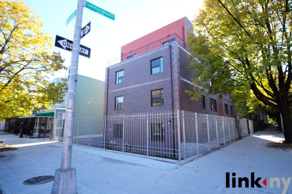 21 Townhouse in Soundview