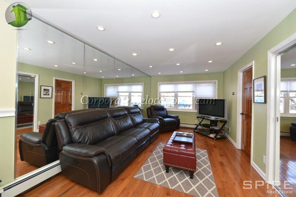 3 Apartment in East Elmhurst