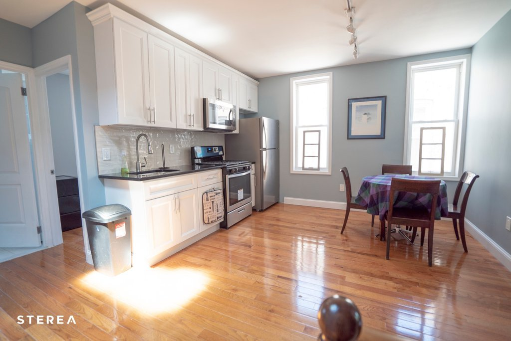 2 Apartment in East Elmhurst