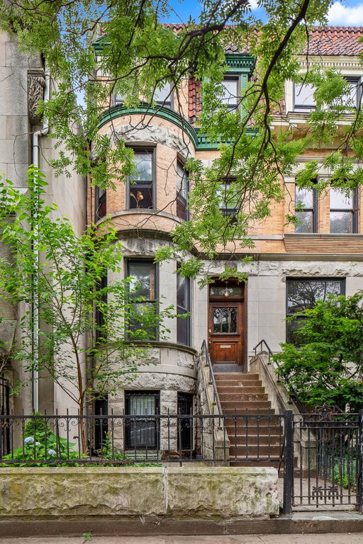 4 Apartment in Crown Heights