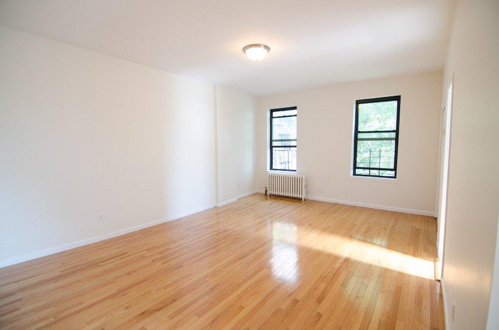 1 Apartment in Elmhurst