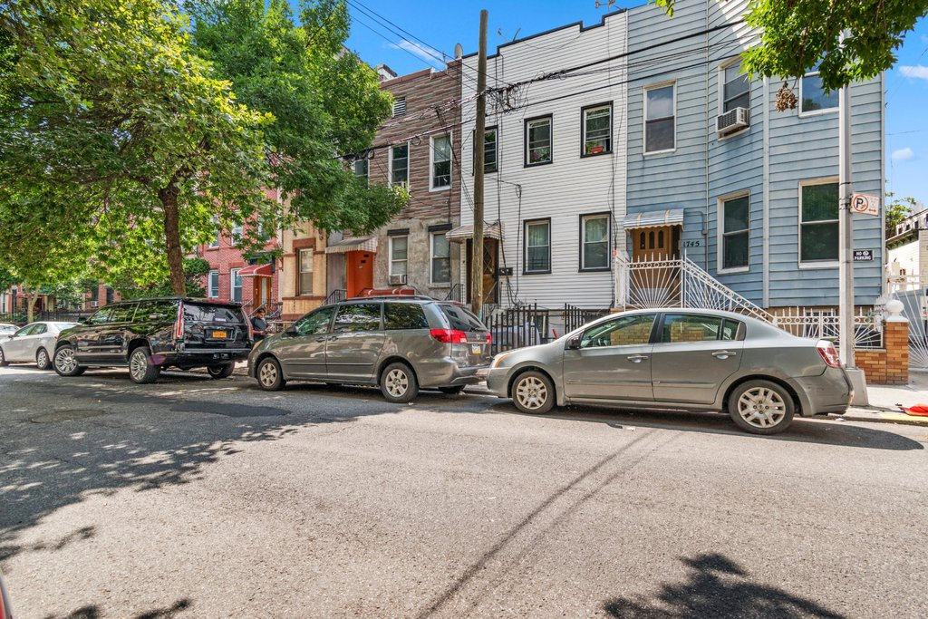 6 Townhouse in Ridgewood