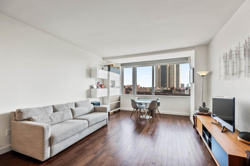 1 Condo in Forest Hills