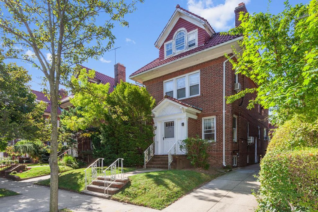 Studio Townhouse in Forest Hills