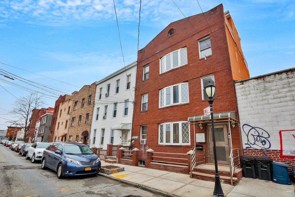8 Townhouse in Red Hook