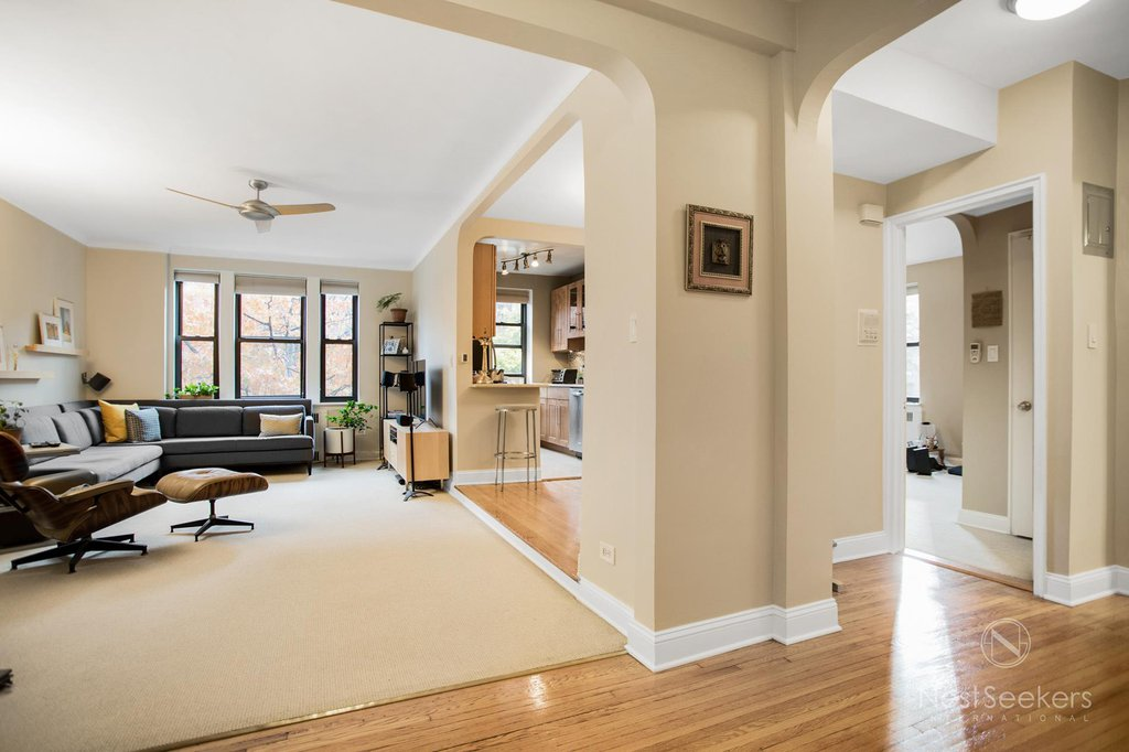 1 Condo in Jackson Heights