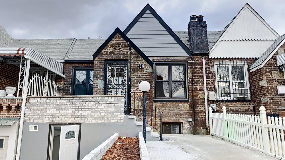 4 Townhouse in East Elmhurst