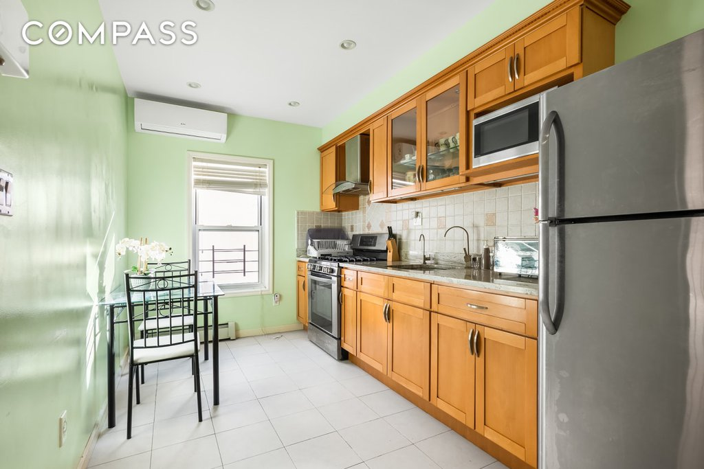 3 Townhouse in Bensonhurst
