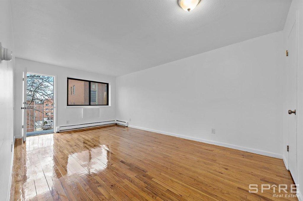 3 Apartment in Elmhurst