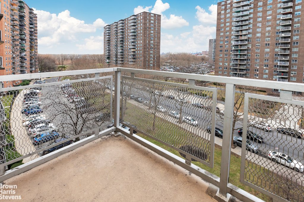 2 Coop in Soundview