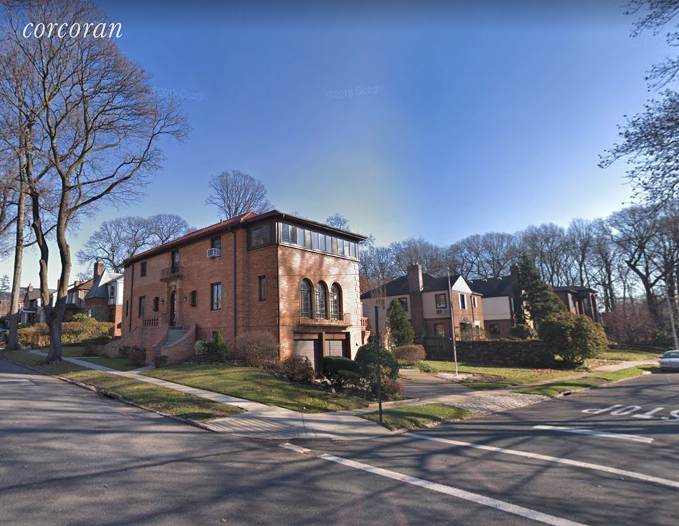 2 Townhouse in Fresh Meadows