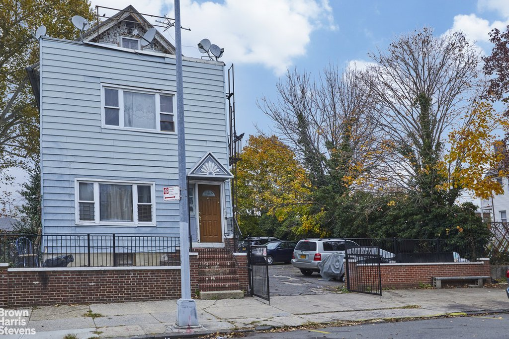 Studio Townhouse in Parkchester
