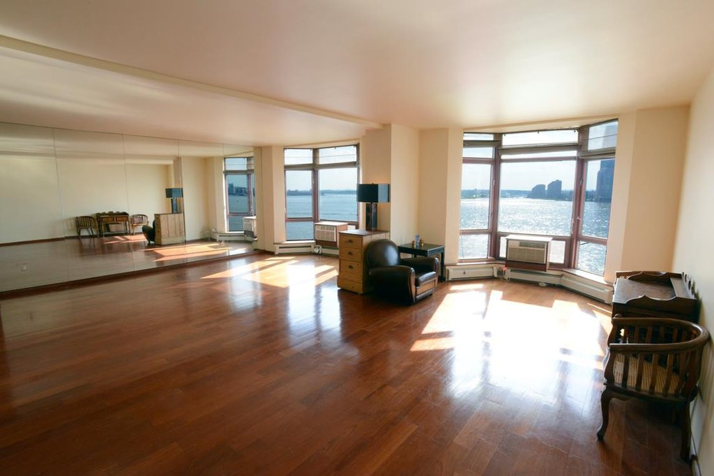 2 Condo in Battery Park City