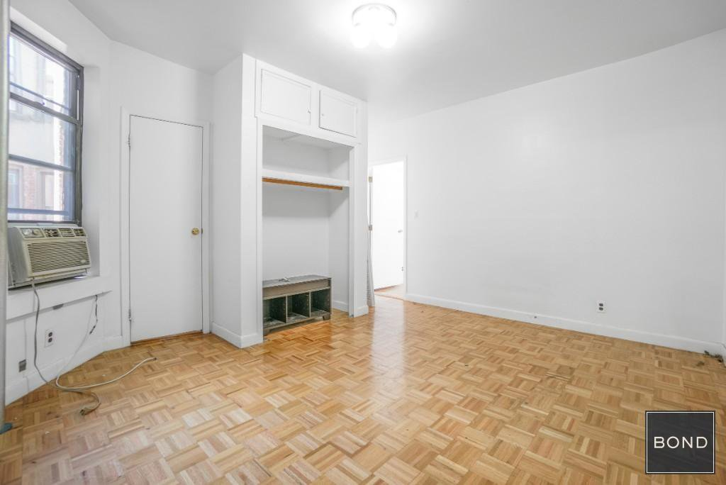 5 Apartment in Little Italy