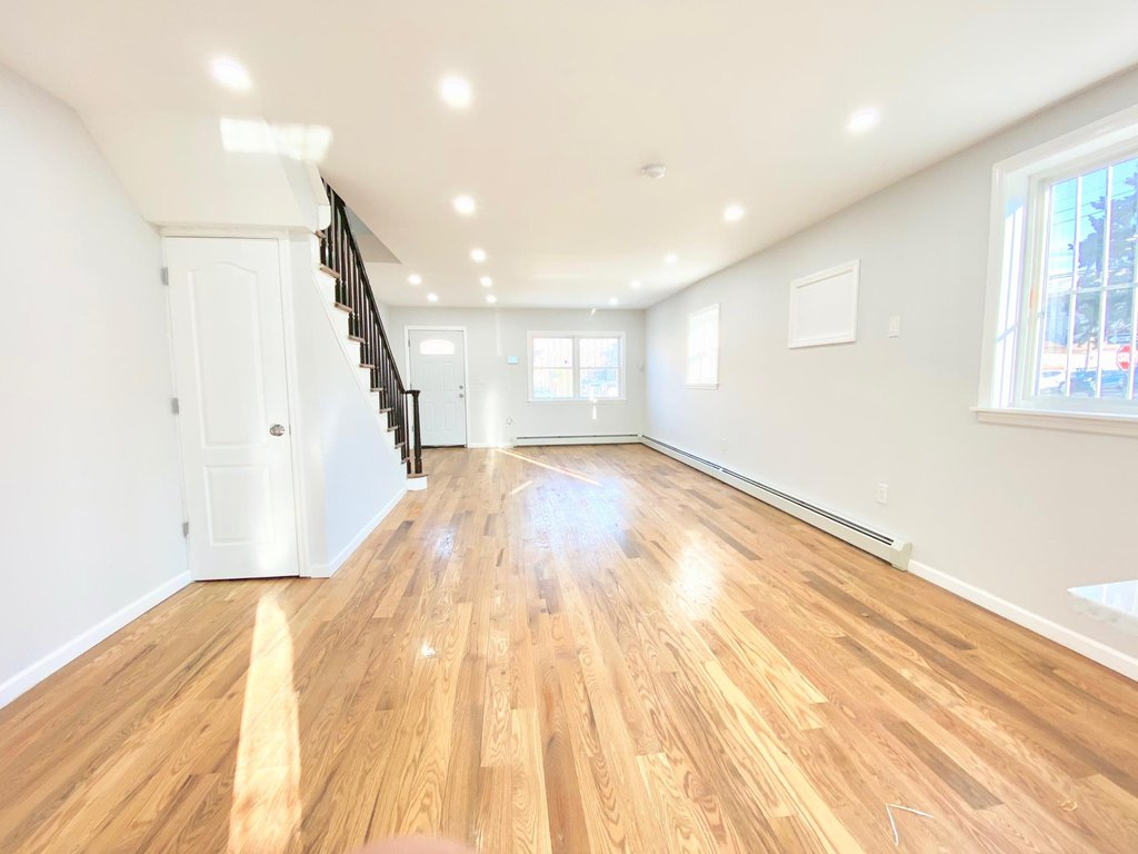 3 Townhouse in Laconia