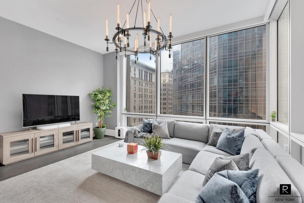 1 Condo in Midtown South