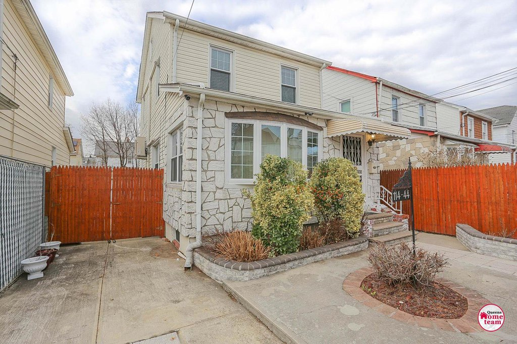 3 Townhouse in Cambria Heights