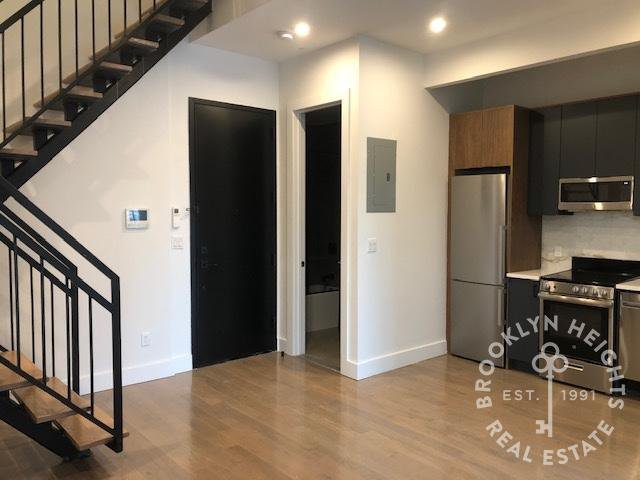 4 Apartment in Columbia St Waterfront District