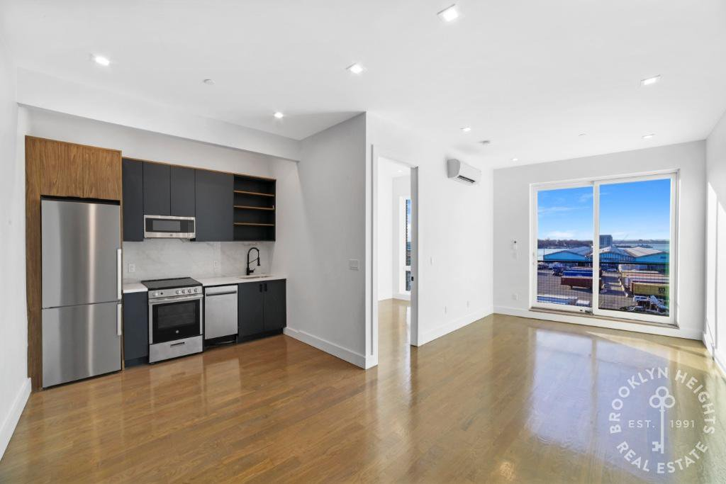 3 Apartment in Columbia St Waterfront District