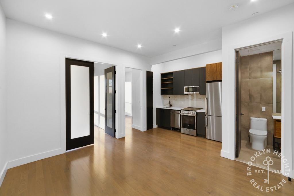 2 Apartment in Columbia St Waterfront District