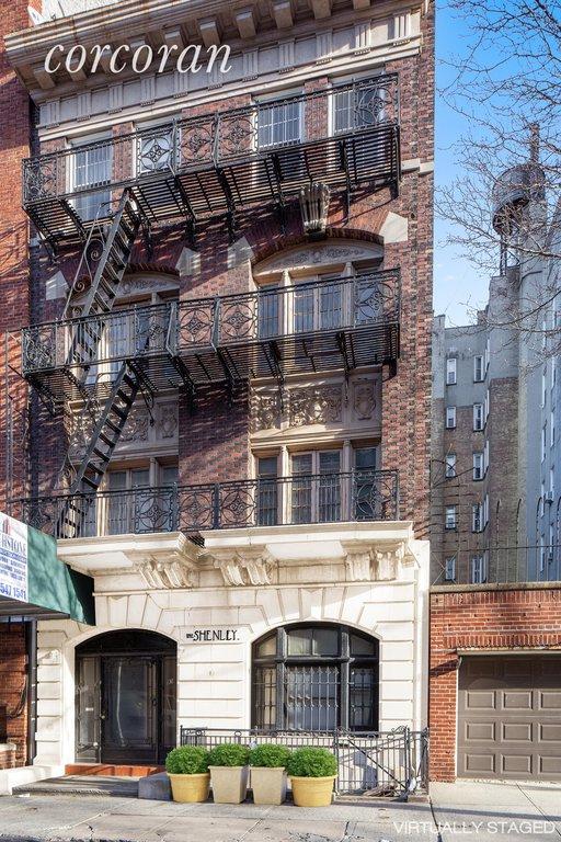 Studio Townhouse in Brooklyn Heights