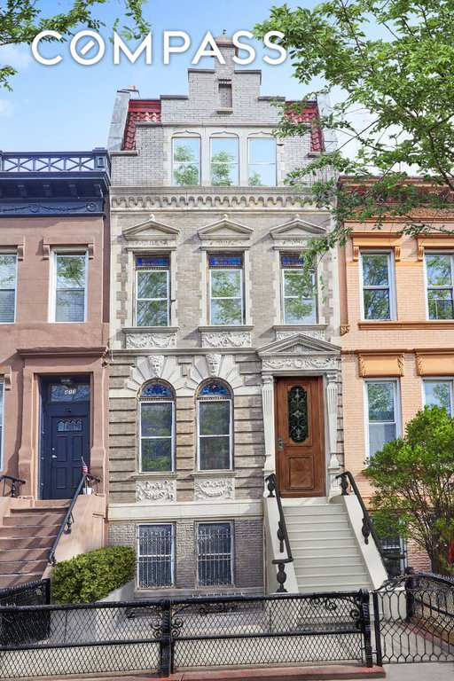 7 Townhouse in North New York